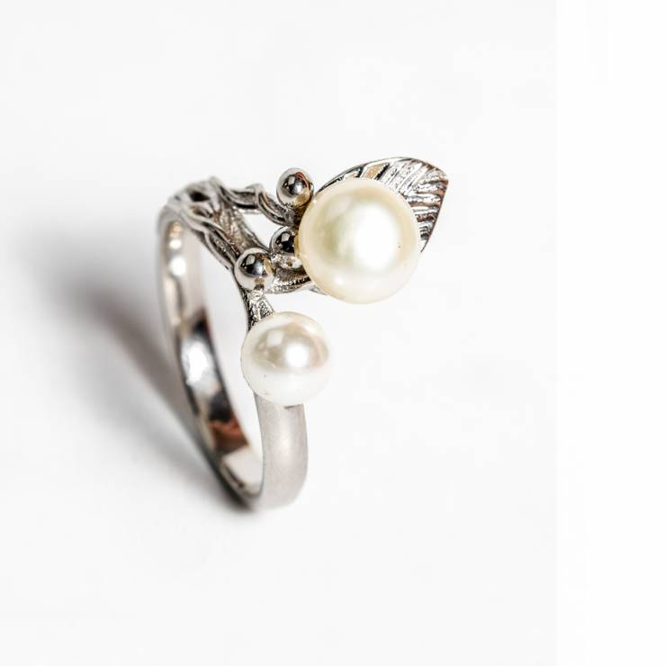 Inel cu frunza si perle 62 lei (size 12,15,18)
